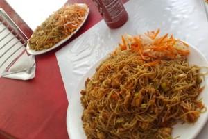 Opekané ryžové rezance s kuracím mäsom